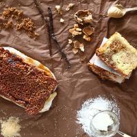 עוגה בחושה בטעמי נוגט אגוזים ווניל עם ציפוי קרמל אגוזים נוגט אגוזים